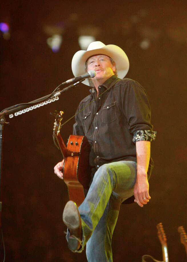 Alan Jackson performs at RodeoHouston. Photo: Nick De La Torre, Chronicle / © 2013 Houston Chronicle