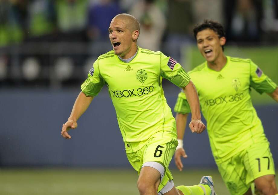 In 2010, the Sounders introduced this neon-green uniform. Note that the chest says ''Xbox 360'' instead of the full ''Xbox 360 Live.''