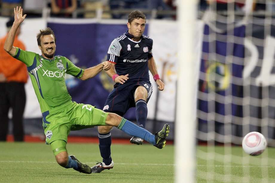 In 2010, the Sounders got a uniform makeover. The primary jerseys were still bright green, but the under-arm stripes turned to blue and silver. The Xbox chest logo changed from ''Xbox 360 Live'' to just ''Xbox.''