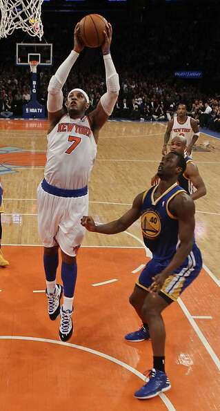 New York Knicks' Carmelo Anthony (7) drives past Golden State Warriors' Harrison Barnes (40) during