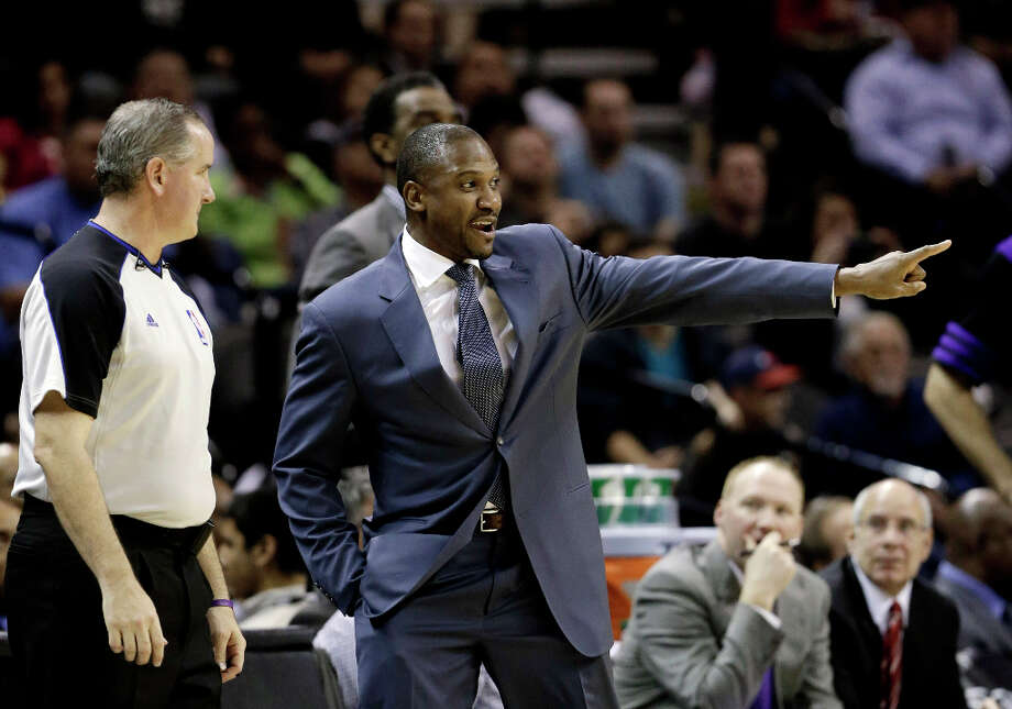 Phoenix Suns coach Lindsey Hunter, right, talks with an official during the second half of an NBA basketball game against the San Antonio Spurs, Wednesday, Feb. 27, 2013, in San Antonio. The Suns won 105-101 in overtime. Photo: Eric Gay, Associated Press / AP