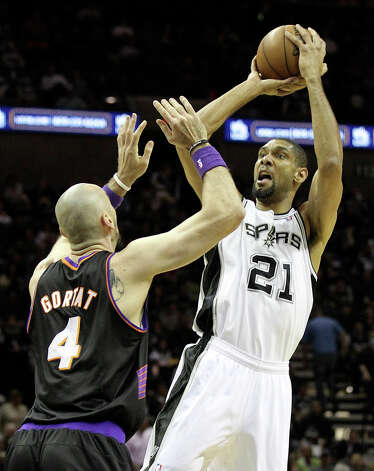 Spurs' Tim Duncan (21) shoots against Phoenix Suns' Marcin Gortat (04) in the first half at the AT&T Center on Wednesday, Feb. 27, 2013. Photo: Kin Man Hui, San Antonio Express-News / © 2012 San Antonio Express-News
