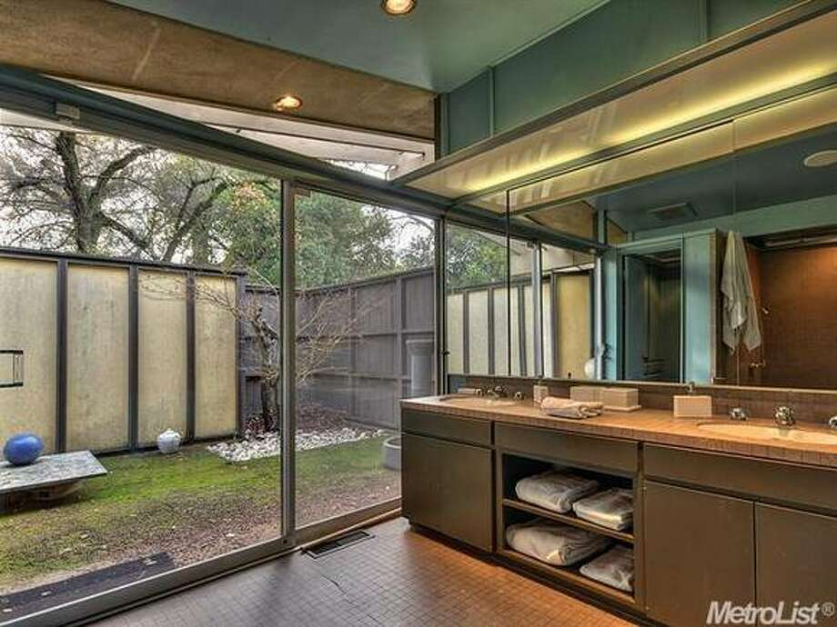 Very modern bath. Photos  Via Metrolist/Coldwell Banker/Estately.