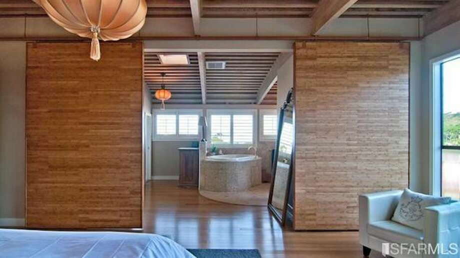 Japanese influenced bathroom. All photos via Sotheby's/Estately.