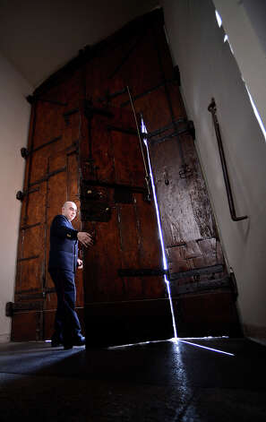 A photo taken on February 20, 2013 shows a door attendant inside the Apostolic Palace in the village of Castel Gandolfo. Photo: FILIPPO MONTEFORTE, AFP/Getty Images / 2013 AFP