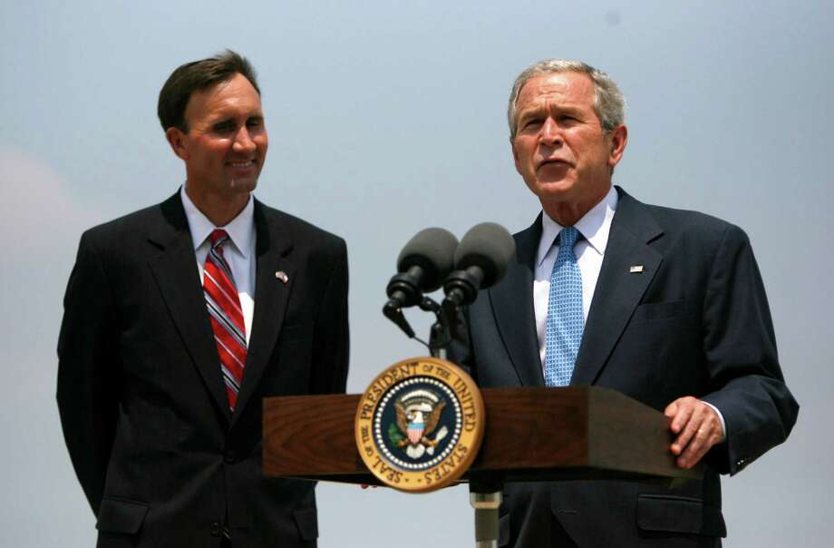 President George Bush with Pete Olson, on the tarmac at Ellington Field, Friday, July 18,  2008, in Houston.  Bush was in town for a fundraiser for Olson. ( Karen Warren / Chronicle ) Photo: Karen Warren, Houston Chronicle / Houston Chronicle