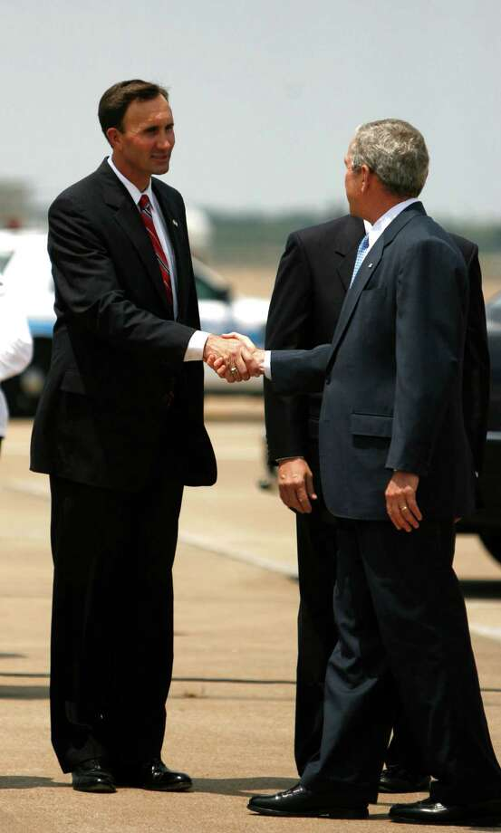 President George Bush meets Pete Olson, on the tarmac at Ellington Field, Friday, July 18,  2008, in Houston.  Bush was in town for a fundraiser for Olson. ( Karen Warren / Chronicle ) Photo: Karen Warren, Houston Chronicle / Houston Chronicle