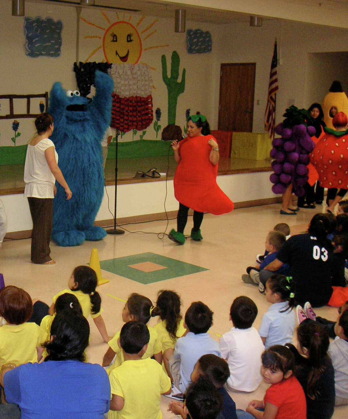 As part of the M ranos! program, Cookie Monster and UTSA graduate students dressed as fruit talked about healthy eating and exercise to preschool children at Burleson Early Childhood Education Center in Edgewood Independent School District in May 2010. Credit: UTSA Cynthia Davis