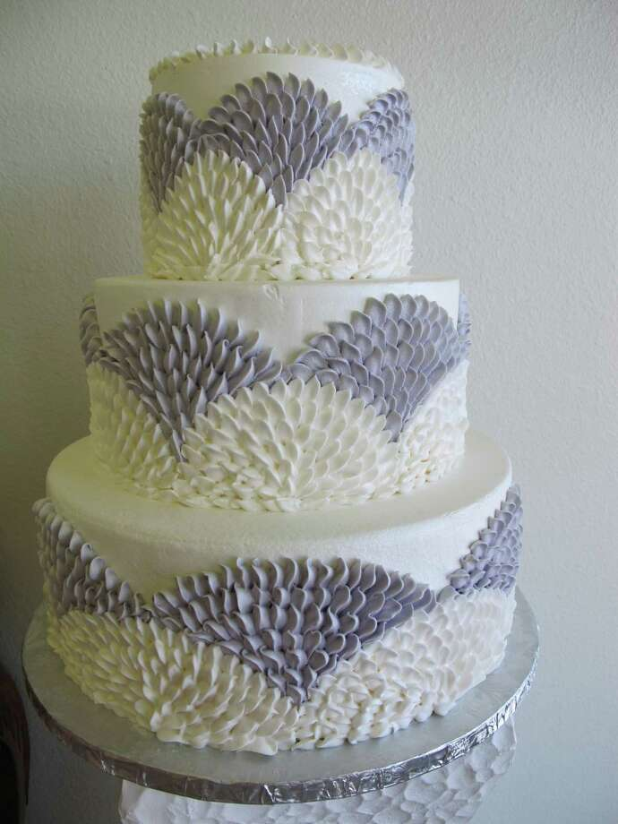A traditional fondant wedding cake by Susie's Cakes & Confections Photo: Sarah Rufca