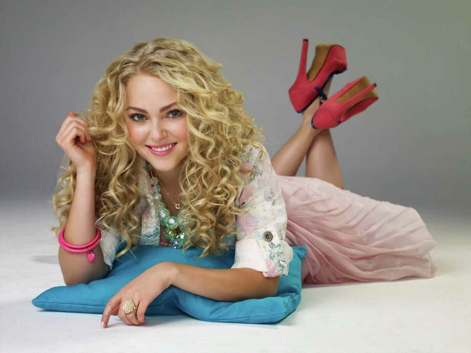 AnnaSophia Robb plays fashionista Carrie Bradshaw in ìThe Carrie Diaries,î which airs Mondays at 8 p.m. on the CW Network. To view prior episodes, log onto www.cwtv.com/shows/the-carrie-diaries. Photo: Contributed Photo