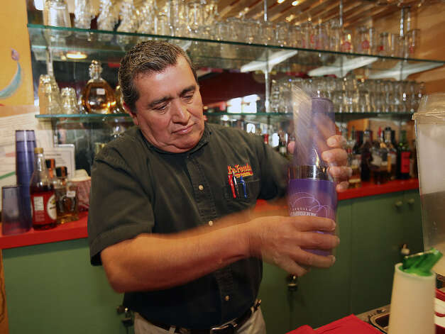 Juan Romero makes his famous margarita at La Fonda Alamo Heights. A frozen version of the drink (below, right) also is popular. Photo: Tom Reel / San Antonio Express-News