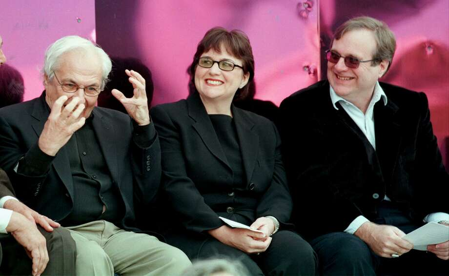 Experience Music Project museum architect Frank Gehry (L) shares a light moment with museum co-founders Jody Allen-Patton and Paul Allen at the museum's June 23, 2000 grand opening. Photo: DAN LEVINE, / / AFP
