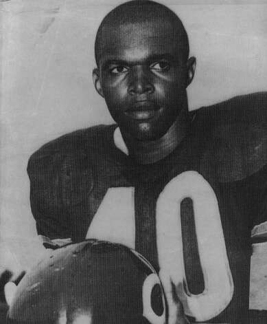 ... and here is a 1968 photo of Chicago Bears halfback Gale Sayers. Photo: The Denver Post, Denver Post Via Getty Images / Denver Post