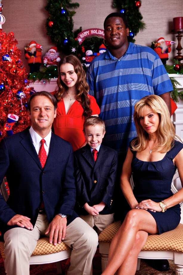 Tim McGraw as Sean Tuohy, Sandra Bullock as Leigh Anne Tuohy and Quinton Aaron as Michael Oher in The Blind Side (2009). Photo: Ralph Nelson, Warner Bros. Pictures / BS_04415