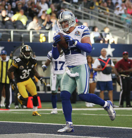 Dallas Cowboys' tightend Jason Witten scores a touchdown on a pass from Tony Romo in the second quarter against the Pittsburgh Steelers at Cowboys Stadium in Arlington, Texas, Sunday, Dec. 16, 2012. Photo: Jerry Lara, San Antonio Express-News / © 2012 San Antonio Express-News