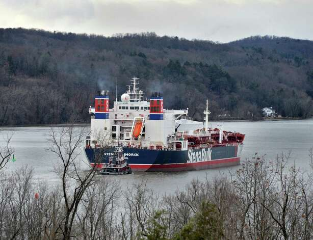 "The oil tanker ""Stena Primorsk"" makes her way up river to the Port of Albany under her own power Friday Dec. 21, 2012, after running aground yesterday morning.  (John Carl D'Annibale / Times Union) Photo: John Carl D'Annibale / 00020553A"