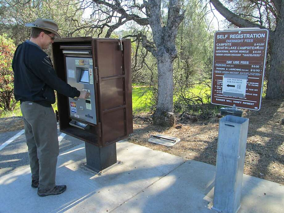 Tom Hedtke pays fees for Lake Oroville State Recreation Area at an electronic station, something that's becoming more common at state parks and can be convenient for park-goers. Photo: Tom Stienstra, San Francisco Chronicle