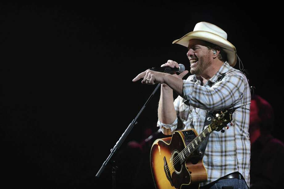 Country music performer Toby Keith sings during the third day of Stock Show & Rodeo. Photo: Billy Calzada / San Antonio Express-News