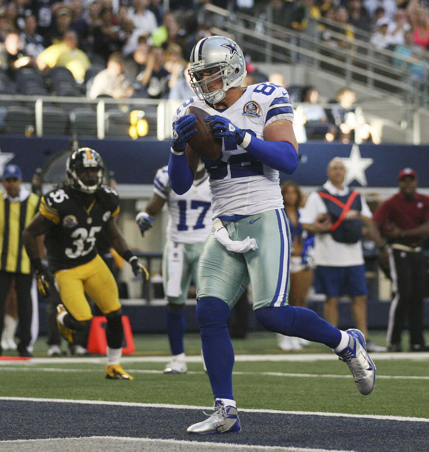 Cowboys tight end Jason Witten, pictured playing against the Steelers in December, was one of five players who had their contracts restructured to help the team get under the salary cap. Photo: Jerry Lara / San Antonio Express-News