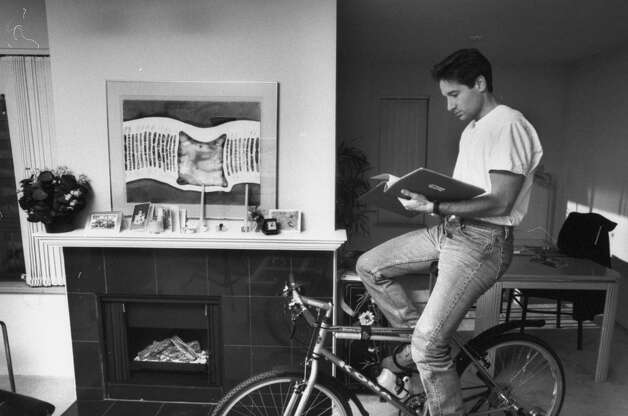 David Duchovny reads a script in his apartment (1995).