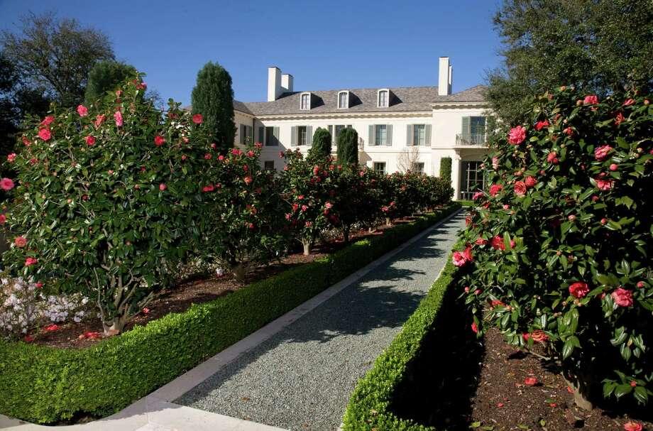 Garden on River Oaks Garden Club's Azalea Trail.  Photo: John Everett / John Everett