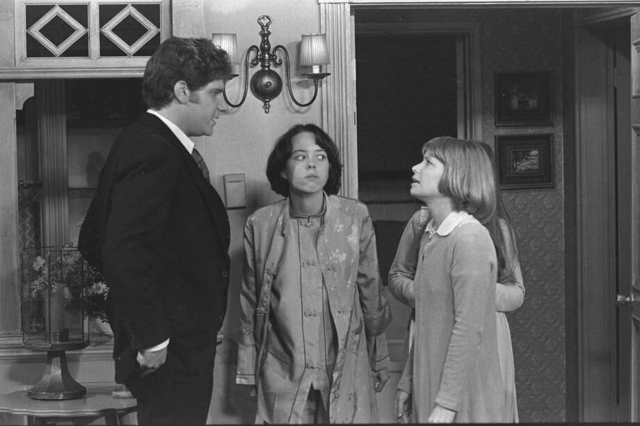 """One Day at Time; cast members Richard Masur as David Kane, Mackenzie Phillips as Julie Cooper Horvath and Bonnie Franklin as Ann Romano Royer. Episode, ""David Loves Ann.""  Original airdate, Jan. 13, 1976. Photo: CBS Photo Archive, Getty / 1975 CBS Photo Archive"