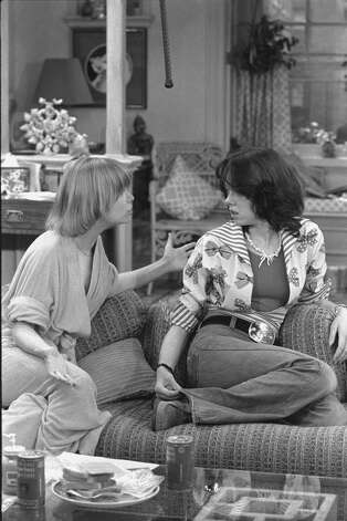 """One Day at a Time"" cast members  Bonnie Franklin as Ann Romano Royer and Mackenzie Phillips as Julie Cooper. Photo: CBS Photo Archive, Getty / 1975 CBS Photo Archive"