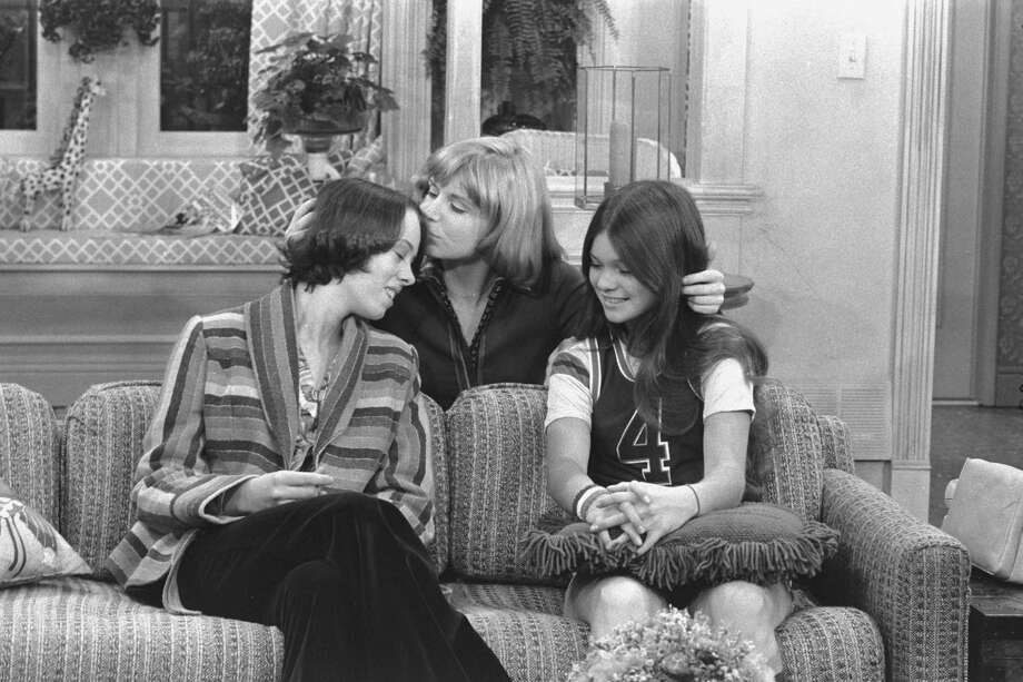 """One Day at a Time' cast members Mackenzie Phillips as Julie Cooper Horvath,  Bonnie Franklin as Ann Romano Royer and  Valerie Bertinelli as Barbara Cooper Royer. Photo: CBS Photo Archive, Getty / 1975 CBS Photo Archive"