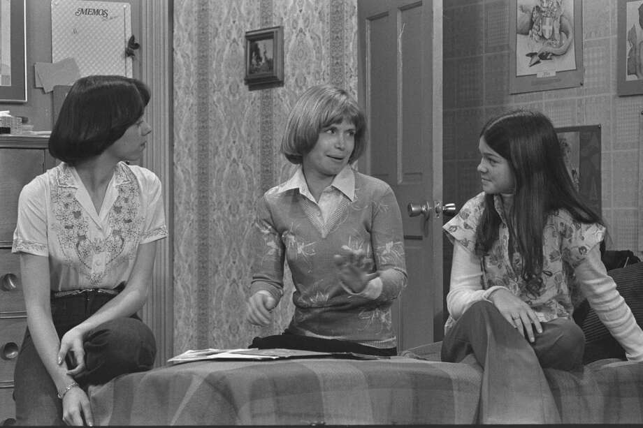 """One Day at a Time"" cast members Mackenzie Phillips as Julie Cooper Horvath,  Bonnie Franklin as Ann Romano Royer and  Valerie Bertinelli as Barbara Cooper Royer.  Episode, ""Chicago Rendevous.""  Original airdate, Dec. 23, 1975. Photo: CBS Photo Archive, Getty / 1975 CBS Photo Archive"