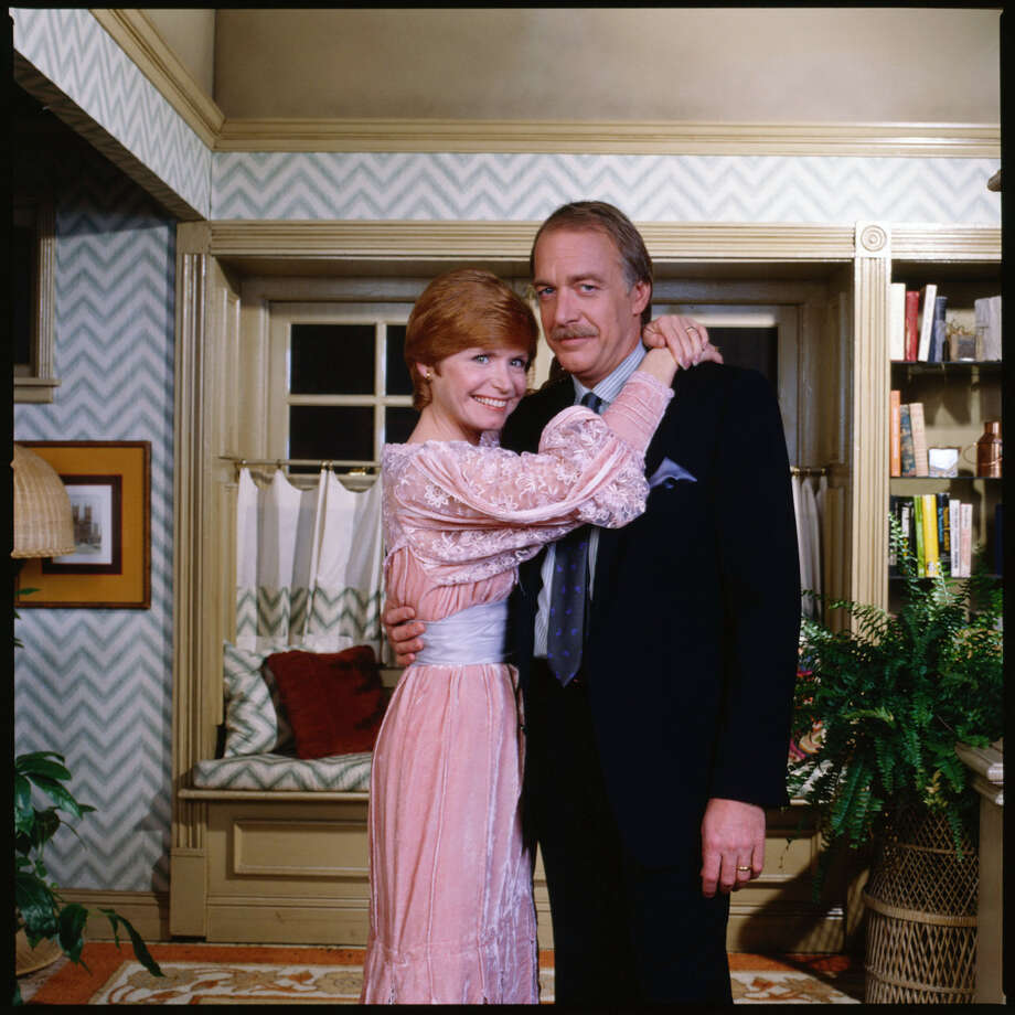 "'""One Day at a Time"" cast members, Bonnie Franklin as Ann Romano Royer and Howard Hesseman as Sam Royer. Photo: CBS Photo Archive, Getty / 1983 CBS Photo Archive"