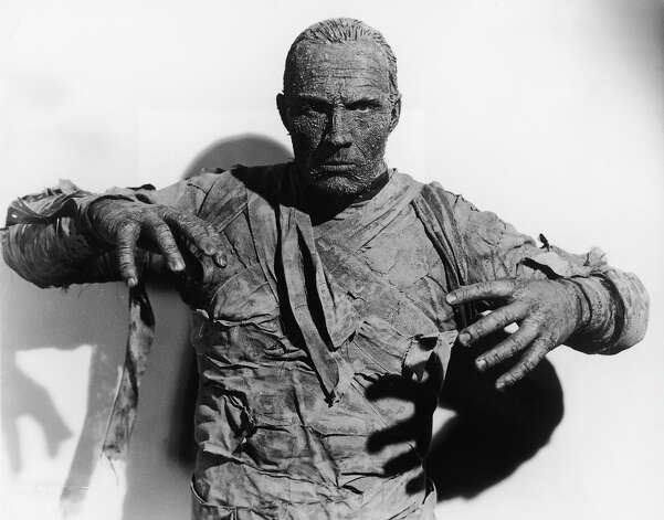 Tom Tyler in full makeup as the Mummy in 'The Mummy's Hand,' directed by  Christy Cabanne, 1940. Photo: Universal Pictures, Getty Images / Moviepix