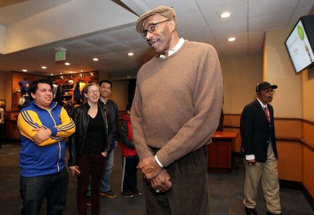Nate Thurmond, open and voluble, talks with fans before a recent Warriors game with the Houston Rockets, a 116-107 loss. Photo: Lance Iversen, The Chronicle