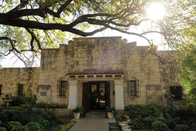 The entrance to the Alamo Library. Photo: Robin Jerstad