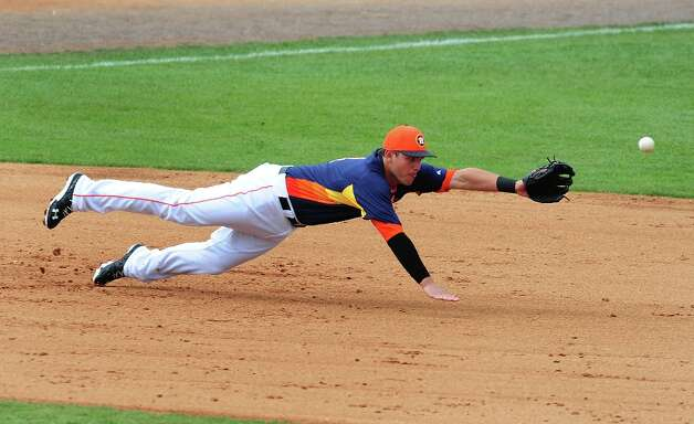 Brandon Laird dives for a ground ball. Photo: Scott Cunningham / 2013 Getty Images