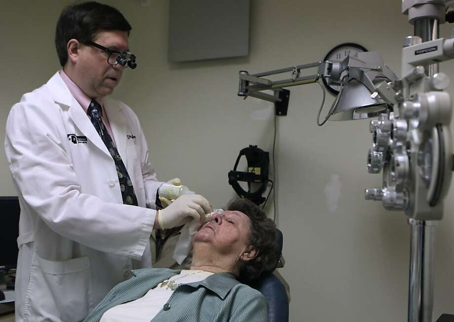 Ophthalmologist Dr. Andrew Calman prepares Elaine Strazzino for an injection at Premier Eyecare in San Francisco. Photo: Paul Chinn, The Chronicle