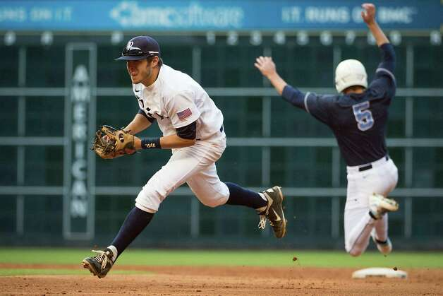 Rice second base Christian Stringer fields a grounder as North Carolina's Michael Russell heads for second base in fourth inning. Photo: Smiley N. Pool, Houston Chronicle / © 2013  Houston Chronicle