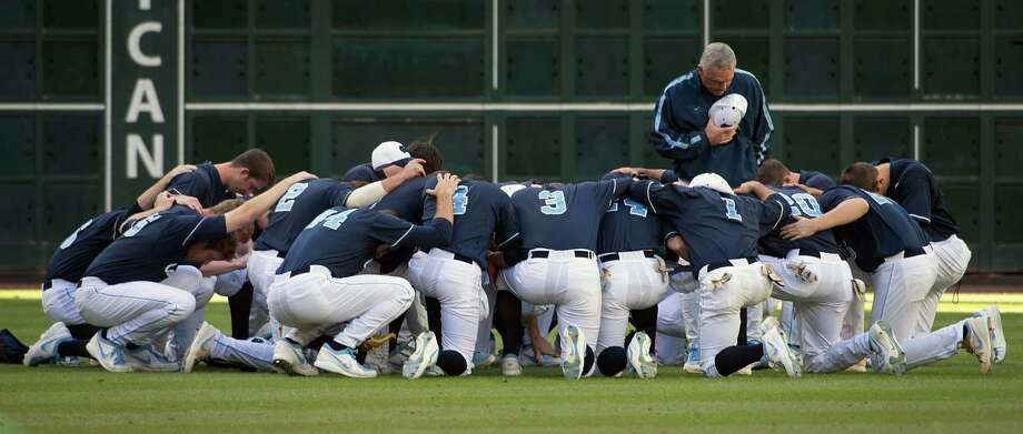 North Carolina players huddle in prayer before facing Rice. Photo: Smiley N. Pool, Houston Chronicle / © 2013  Houston Chronicle