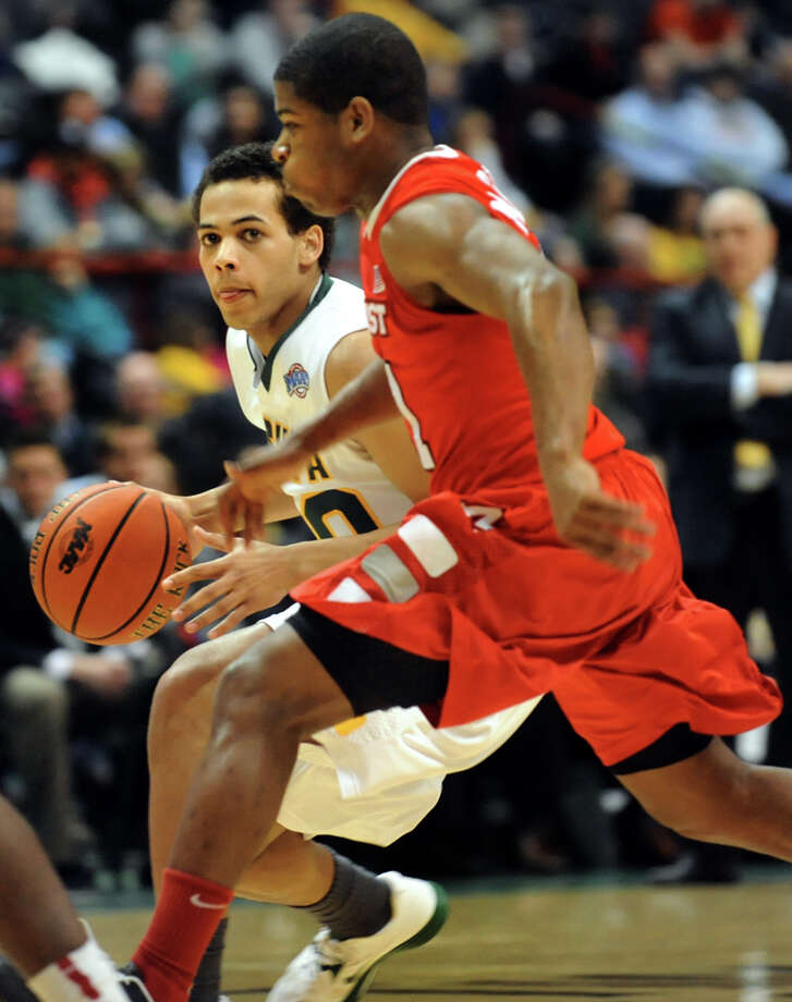Siena's Chris Leppanen (20), left, looks to pass as Marist's Isaiah Morton (11) defends during their basketball game on Friday, March 1, 2013, at Times Union Center in Albany, N.Y. (Cindy Schultz / Times Union) Photo: Cindy Schultz / 10021367A