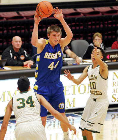 Alamo Heights' Ben Lammers pass between Laredo Nixon's Rolando Bustamante (left) and Laredo Nixon's Ricky Arana during first half action of their Region IV-4A semifinal game Friday March 1, 2013 at Littleton Gym. Photo: Edward A. Ornelas, Edward A. Ornelas / San Antonio Express-News / © 2013 San Antonio Express-News