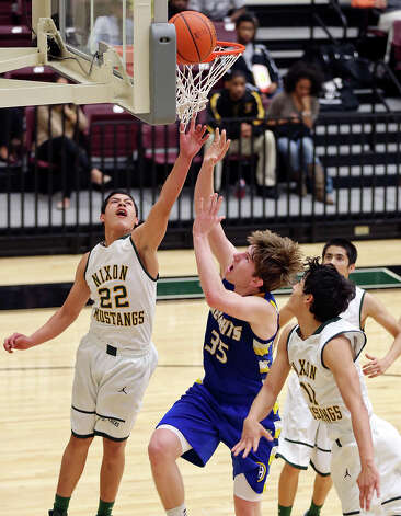 Alamo Heights' Wes Miller shoots between Laredo Nixon's Mario Nunez (left) and Laredo Nixon's Joey Pena during second half action of their Region IV-4A semifinal game Friday March 1, 2013 at Littleton Gym. Alamo Heights won 75-56. Photo: Edward A. Ornelas, Edward A. Ornelas / San Antonio Express-News / © 2013 San Antonio Express-News
