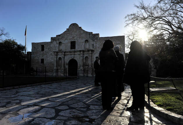 The line formed early Friday to see the Alamo display of the famed William Barret Travis letter. Photo: Robin Jerstad