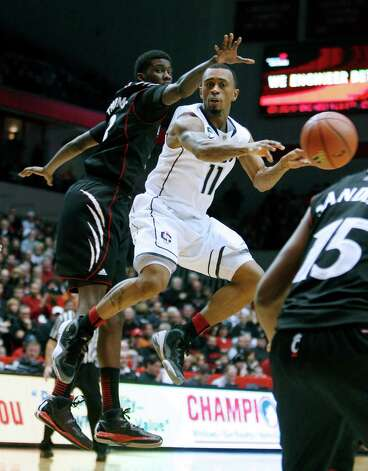 Connecticut guard Ryan Boatright (11) passes against Cincinnati forward Shaquille Thomas (3) during the second half of an NCAA college basketball game, Saturday, March 2, 2013, in Cincinnati. Cincinnati won 61-56. (AP Photo/David Kohl) Photo: David Kohl, Associated Press / FR51830 AP