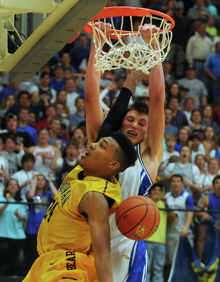 Ben Lammers of Alamo Heights dunks over George King of Brennan during the boys basketball Region iV-4A final at Littleton Gym on Saturday, March 2, 2013. Photo: Billy Calzada, Express-News / San Antonio Express-News