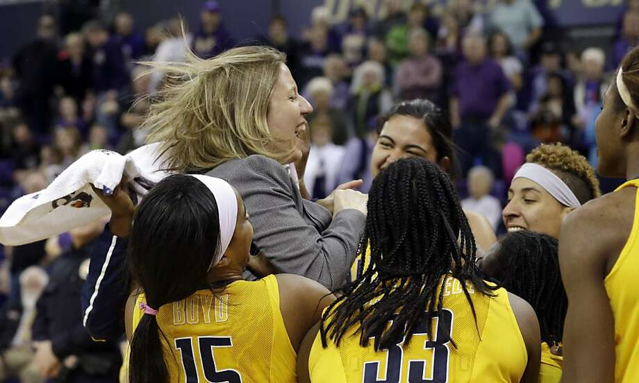 Cal coach Lindsay Gottlieb celebrates with her players after gaining a share of the Pac-12 title. Photo: Elaine Thompson, Associated Press