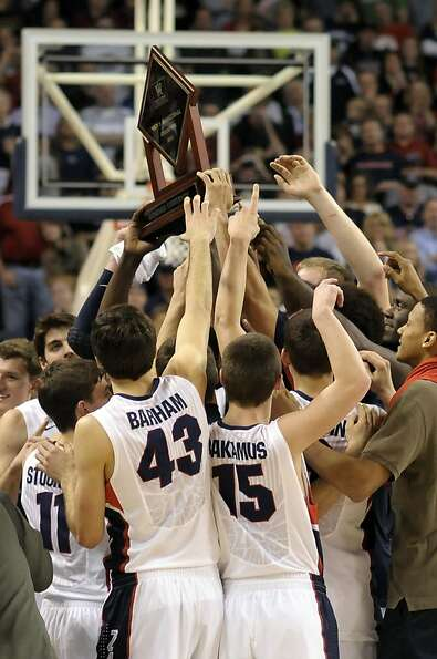 Gonzaga, ranked No. 2 in a week where No. 1 lost, celebrates its regular-season WCC title after rout
