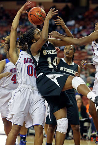 McKenzie Calvert gets swarmed over in the lane in the second half as Steele plays Duncanville in the state championship game at the Erwin Center  on March, 2013. Photo: TOM REEL, Express-News