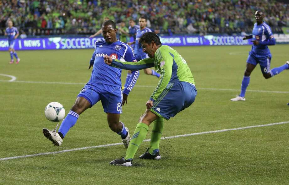 Montreal Impact player Patrice Bernier (8) tries to block a shot by Seattle Sounders player Leo Gonzalez in the first half. Photo: JOSHUA TRUJILLO / SEATTLEPI.COM