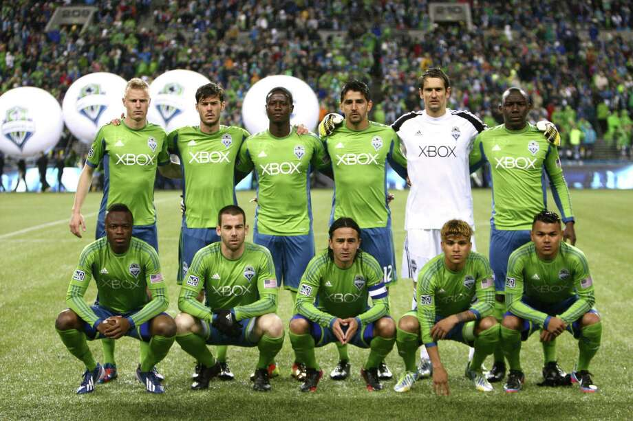 Seattle Sounders players pose for their pre-game photo. Photo: JOSHUA TRUJILLO / SEATTLEPI.COM