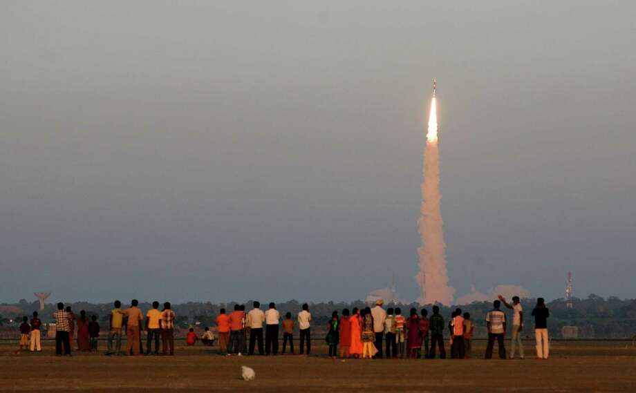 People watch as Indian Space Research Organization's (ISRO) Polar Satellite Launch Vehicle (PSLV-C20) carrying Indo-French oceanographic study satellite 'SARAL'lifts off from the Satish Dhawan Space Centre in Sriharikota, Andhra Pradesh state, India, Monday. The ISRO Monday successfully launched 'SARAL' and six foreign mini and micro spacecrafts, local news reports said. Photo: AP