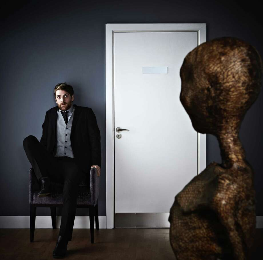 Extraterrestrial looking at scared man. Photo: Stocknroll, Multiple / Vetta